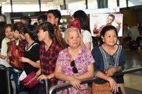Dàn sao 'Cô dâu 8 tuổi' xuất hiện nổi bật tại Sân bay Nội Bài