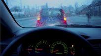 Chống mờ kính lái xe ô tô đơn giản với kem cạo râu