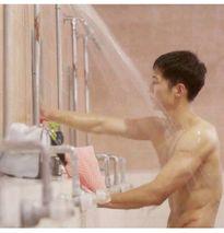 Song Joong Ki lọt top sao sở hữu body hấp dẫn nhất