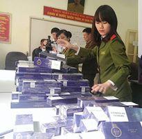 Thu giữ gần 1000 bao thuốc lá nhãn hiệu '555' không rõ nguồn gốc