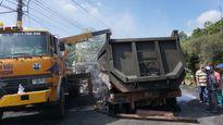 Xe tải đối đầu bốc cháy dữ dội, hai người tử vong