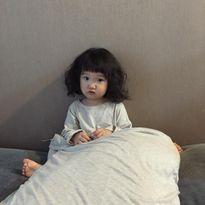 Em bé tóc bông xù, thích làm mặt xấu 'gây bão' mạng xã hội Thái Lan