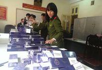Bị bắt khi vận chuyển 900 bao thuốc lá lậu vào Hà Nội