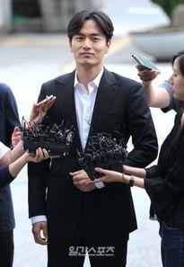 Phiên thẩm vấn đầu tiên: Lee Jin Wook thừa nhận có quan hệ với A, nhưng không cưỡng ép