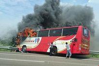Xe buýt bốc cháy, 26 du khách Trung Quốc thiệt mạng