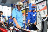 Giá xăng giảm 665 đồng/lít