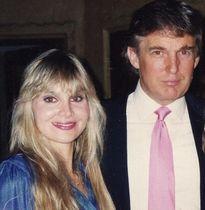 Nạn nhân tố Donald Trump tấn công tình dục đòi ông này phải xin lỗi công khai