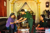 Nam Đàn: Thăm, tặng quà gia đình chính sách