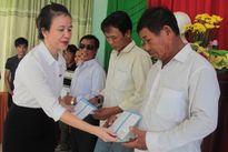 Trao tặng 100 sổ tiết kiệm cho ngư dân