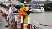 Quảng Nam: Chìm 3 tàu ca nô du lịch ở Cửa Đại