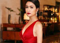 Hoàng Thùy Linh diện váy xẻ sâu khoe dáng chuẩn