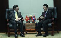 Phó Thủ tướng gặp Bộ trưởng Ngoại giao Lào bên lề AMM-49