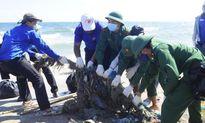 Ra mắt Đội thanh niên xung kích làm sạch bờ biển Mũi Né