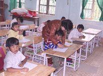 Hết lòng với học sinh dân tộc Chứt