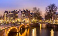 Ngắm Amsterdam lãng mạn và cổ điển soi bóng xuống dòng Amstel thơ mộng