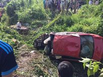 Xe BMW rơi xuống vực sâu, 7 người thương vong