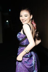 'Gà cưng' của Hồ Quỳnh Hương ra mắt ca khúc khiến Dương Khắc Linh và Tùng Dương tranh cãi