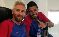 Messi 'khoe' đầu mới cùng đồng đội sang Anh thi đấu