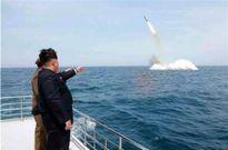 Triều Tiên phô diễn sức manh tàu ngầm, chiến đấu cơ