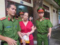 Lừa đảo 3,1 triệu USD, 'Hoa hậu quý bà' lĩnh án tù