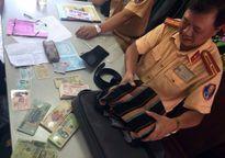 Công an Hà Nội trả lại hơn 40 triệu đồng cho người đánh rơi