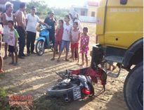 Nghệ An: Ô tô tải cán xe máy, nam thanh niên nguy kịch