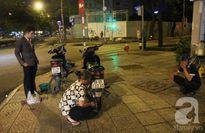 Người phụ nữ 60 tuổi suốt 30 năm vá xe đêm ở nơi sầm uất nhất trung tâm Sài Gòn