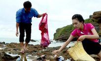 Mỹ nhân Huế bị tố dàn dựng cảnh nhặt rác ở bãi biển