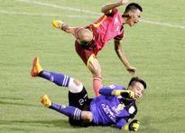Bửu Ngọc và trợ lý HLV của Sài Gòn FC cùng bị treo giò 4 trận