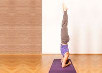 Chữa bách bệnh với tư thế trồng chuối Yoga