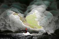Đường hầm băng tuyết tuyệt đẹp không bị tan chảy ngay cả khi trời nắng nóng