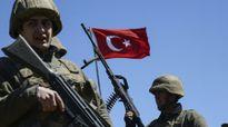 Thổ Nhĩ Kỳ đóng cửa hàng chục cơ quan truyền thông, sa thải thêm hàng nghìn binh sĩ