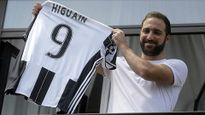 """Gia nhập Juventus, Higuain bị Napoli đay nghiến """"phản bội, vô ơn"""""""