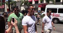 Ronaldo 'đại náo' đường phố Los Angeles