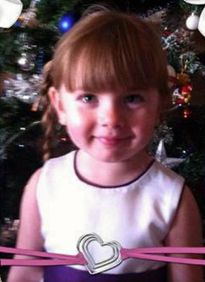 Bé gái 6 tuổi xông vào đám cháy cứu mẹ và em
