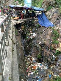 Thác Bạc đối mặt tình trạng rác thải tràn lan