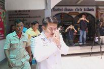 Thị trưởng Thái Lan ép 5 phóng viên cởi đồ