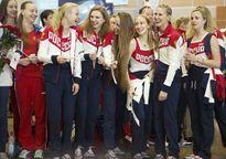 """Olympic: Đoàn Nga đến Rio, tươi cười giữa """"bão doping"""""""