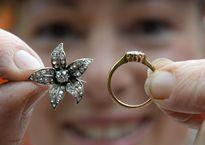 Phát hiện kim cương trăm triệu trong chiếc ghế cũ mua chỉ 100 nghìn