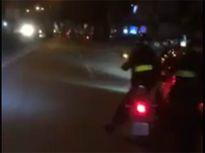 Ô tô gây tai nạn bỏ trốn, ép xe cảnh sát cơ động ngã trên đường