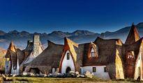 Khách sạn làm bằng rơm và đất sét đẹp như cổ tích ở Transylvania