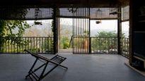 Ngôi nhà sàn kiến trúc lạ nổi bần bật trên báo tây