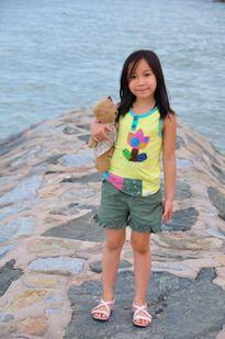 Con gái Mỹ Linh mang đĩa CD mới tặng 4 Diva nhạc Việt