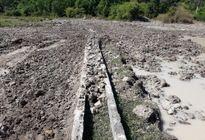 TT - Huế: Phá nát kênh thủy lợi để khai thác đất sét