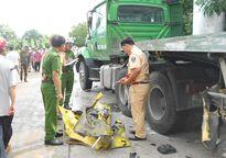 Xe tải bị đâm toác đầu, tài xế văng xuống đất chết thảm