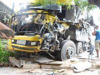 Xe tải đối đầu, một người tử vong tại chỗ