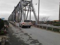 Ô tô con chở người 7 chỗ trở xuống được qua cầu Việt Trì cũ