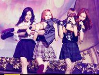 Vừa ra mắt, Black Pink đã đuổi girlgroup khác 'tóe khói' trên show âm nhạc
