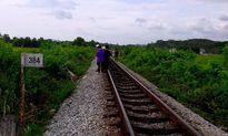 Kinh hãi phát hiện thi thể thiếu niên biến dạng bên đường sắt