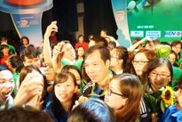 Xạ thủ Hoàng Xuân Vinh giao lưu cùng thanh niên Thủ đô